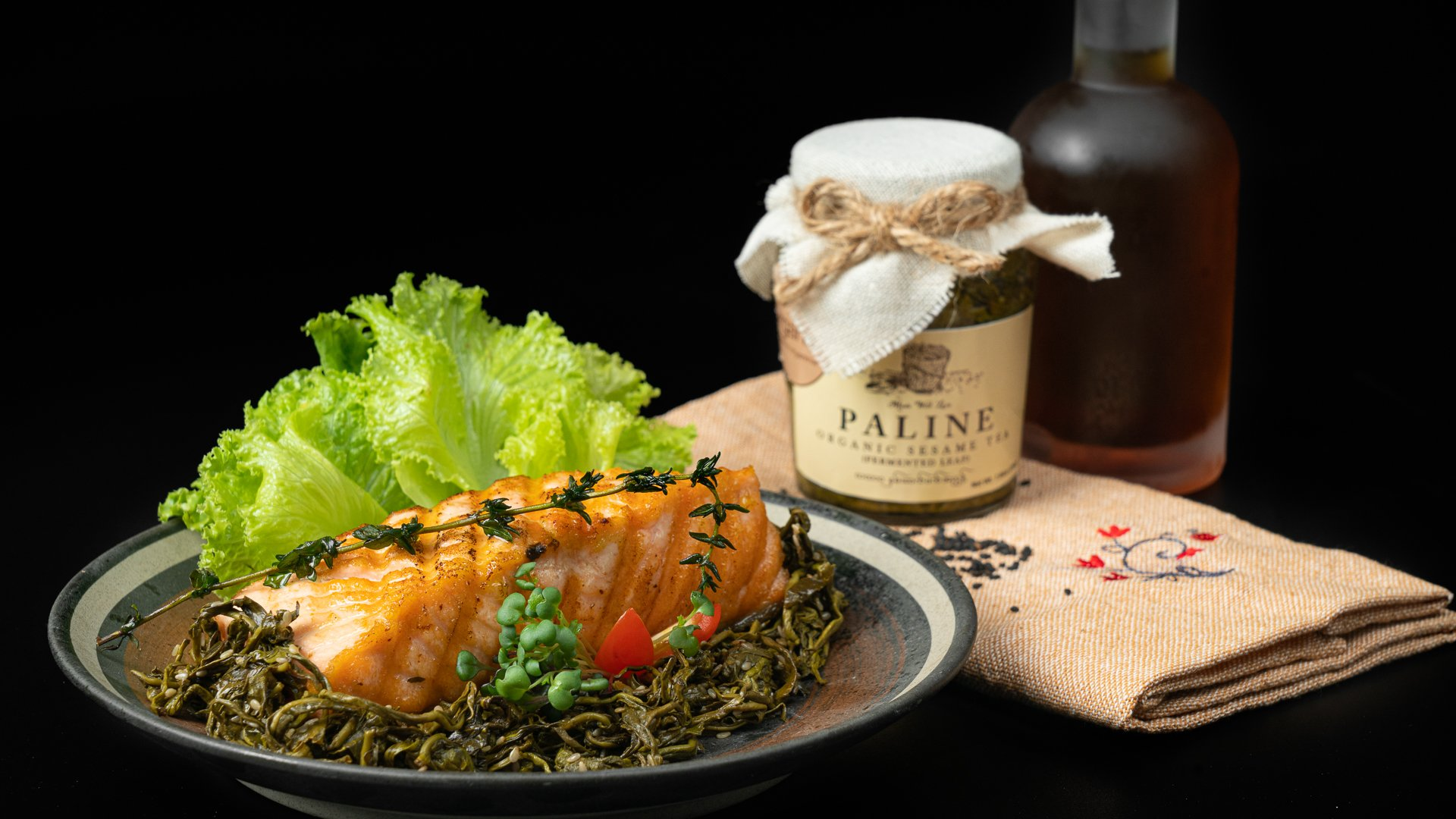 Grilled fish with Paline organic fermented tea leaves